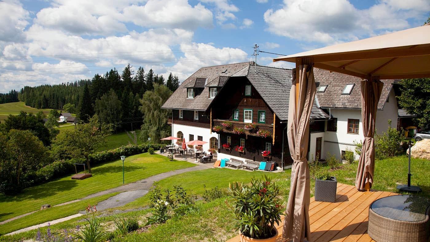 Ponyhof mit Liegewiese