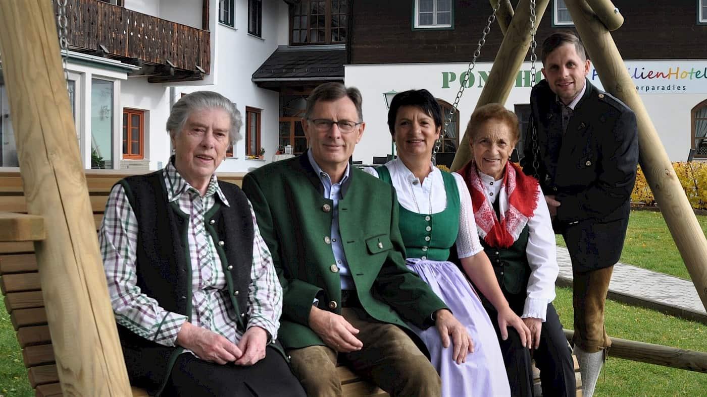 Familie Grill und das Ponyhofteam